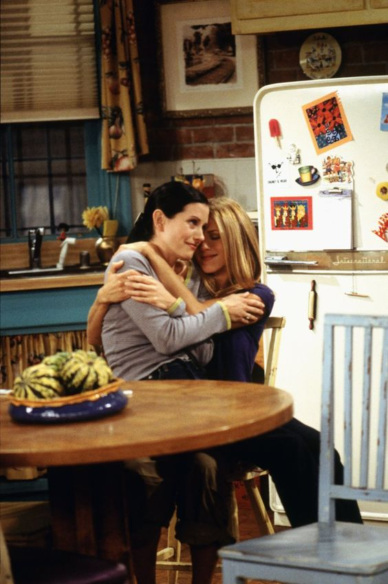 Rachel Green (Jennifer Aniston), Monica Geller (Courteney Cox) ~ Friends ~ Episode Stills ~ Season 6, Episode 6: The One on the Last Night
