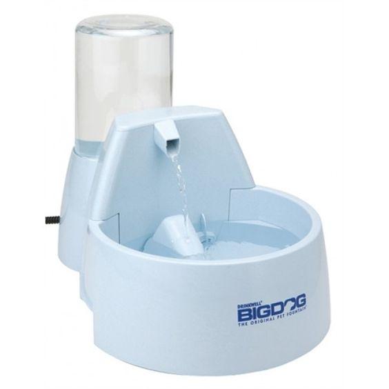 De Drinkwell fontein is ontwikkeld door een dierenarts en biedt uw huisdier 8,5 liter vers, gefiltreerd water. Een gepatenteerd stromend water systeem overtuigd uw huisdier om meer te drinken en voegt constant zuurstof aan het water toe. Een koolstof filter verwijdert slechte smaken en geuren.