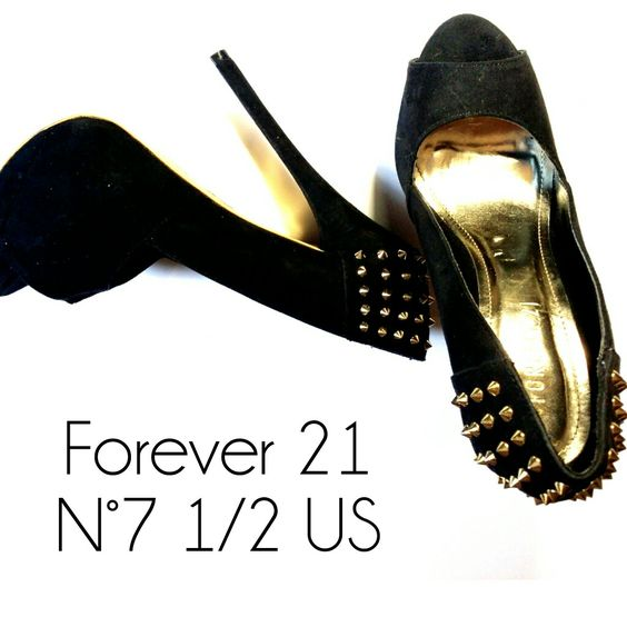 Forever 21 N°7 1/2 US Semi Nova Detalhe spike dourado    Atendimento c/ ⏰ marcada ☎ Whatsapp 31 98729-0249 e 😍acompanhe  U-ÓH! Brechó www.fb.com/uohbrecho  #love #brecho #uohbrecho #trend #moda #salto #smile #relax #happy #webstagram #blogger #blog #bottero #red #slowfashion #forever21 #style #like #2hand  #instagood #ootd #igers #brechobh #mixb #enjoei #economiacriativa #belohorizonte #minasgerais
