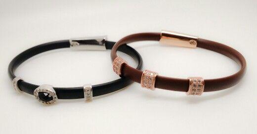 Pulseira de silicone com berloques em Prata 925 cravados com zircônias!! #pulseira, #prata925, #jóiascomsilicone, #banhadoaourorose