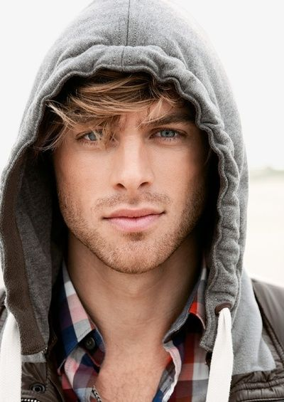 I don't usually go for blue eyed blonds, but oh my! Look at those lips and that perfect 5'olock shadow!