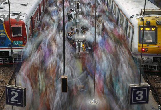 La gare de Churchgate à l'heure de pointe à Bombay (Inde), le 11 juillet 2012. VIVEK PRAKASH