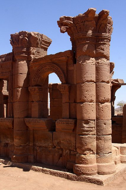 The Roman Kiosk at the ruined ancient city of Naqa, Sudan (by Retlaw Snellac).