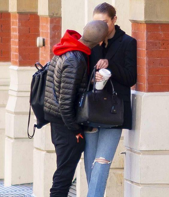 Джиджи Хадид и Зайн Малик целуются в Нью-Йорке после мартовского раскола | Daily Mail онлайн