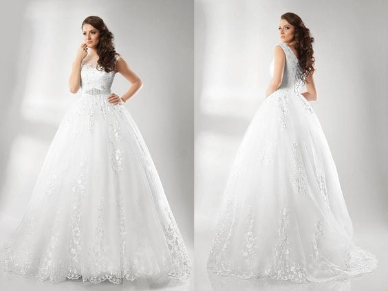 Para la Novia que sueña vestirse en su día con un vestido largo estilo princesa. http://goo.gl/NaaW8q