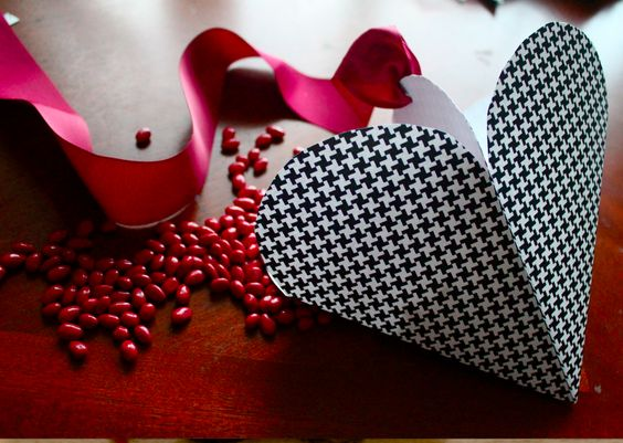 tutorial of paper heart candy holder