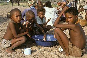 Un grupo de niños bosquimanos. (Foto: Survival)