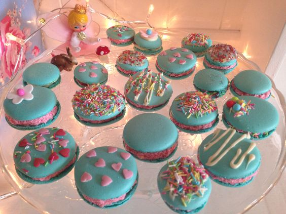 Macaroons kitsch style from Pompoms Candy floss!!!