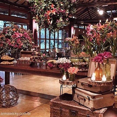 Malas, garrafas, tudo pode virar decoração! A dica linda é do @ateahoradosim! Adoro! ❤️ . Foto de @annaquest  #prontaparaosim