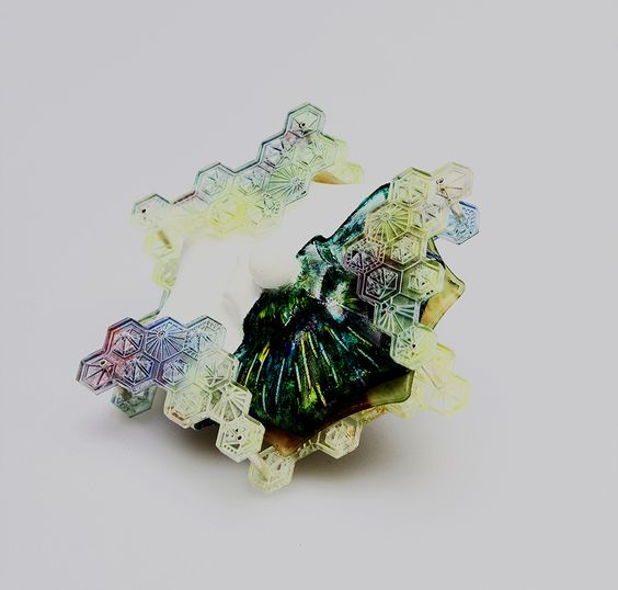 Preziosa Young Winners 2017  - Wang Qjan. Brooch: Untitled, 2016. Acrylic, polypropylen, nylon, copper, 3D printing, laser cutting. Awarded at: PREZIOSA Young Design Competition 2017.: