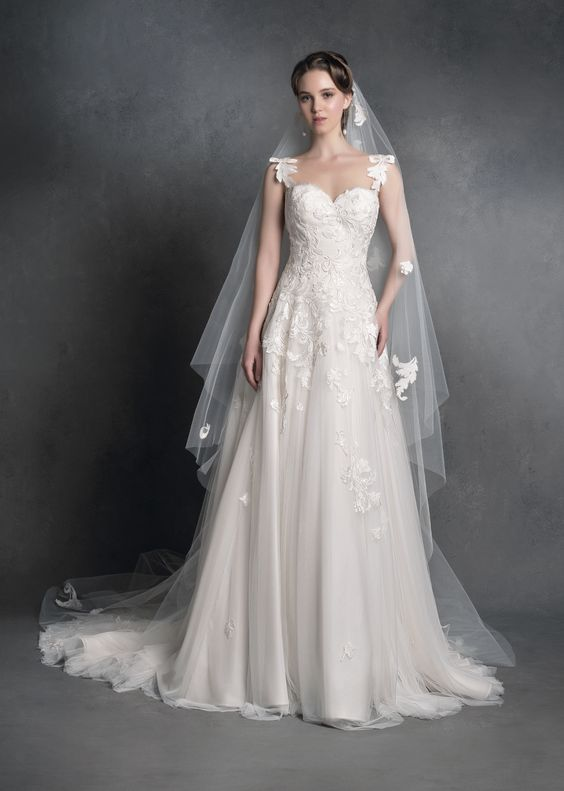 New Collection 2020 by Anna Tumas - A dress with a bustier of matelass and floral embroideries The perfect dress to live a fairy tale  annatumas ateliersposa gemma newcollection collection2020 bridedress bridestyle weddingdress bridalfashion fashionbride weddingdressrome