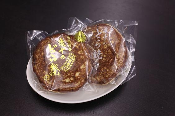 The best dorayaki ever! roomie編集部に寄せられた、お三時を淡々と紹介いたしますよ。本日は、浅草雷門前にお店を構える、和菓子の老舗・龜十の「どら焼き...