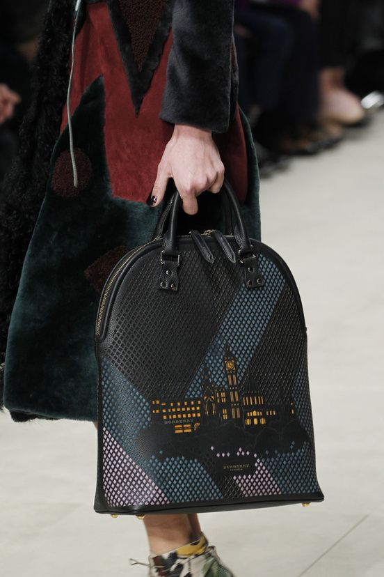 DEFILES READY-TO-WEAR FALL/WINTER 2014-2015 Burberry Prorsum