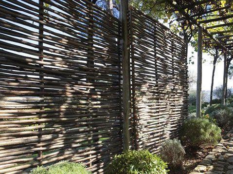 Idee Jardin Une Cloture Pour S Isoler Idees Jardin Jardins Paravent Exterieur