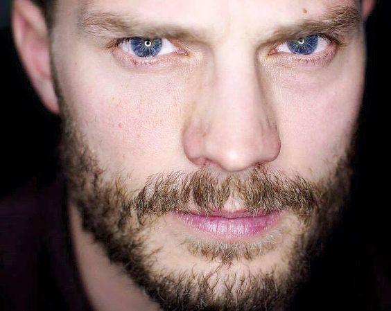 Sus ojos me persiguen hasta en sueños...