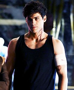 """Alec Lightwood in Episode 1x09 """"Rise Up"""""""