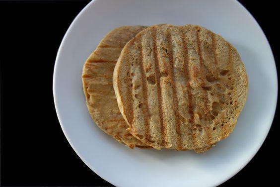 Una opción rápida y súper fácil de preparar vuestro propio pan. En tan solo 6-7 minutos, tenéis listo un pan proteico, bajo en hidratos, alto en proteínas y con un sabor muy rico. Perfecto como post-entreno. ¡Te aporta 18g de proteina! Aproximadamente igual que un batido de 20g-30g de proteina. Puedesusarlo como alternativa a tu …