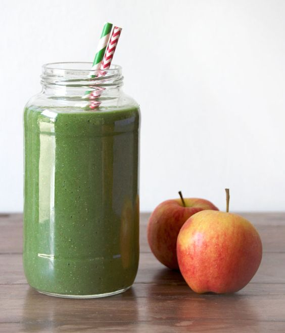 Apple, Pear, Avocado and Spinach Detox Smoothie // Deliciously Ella
