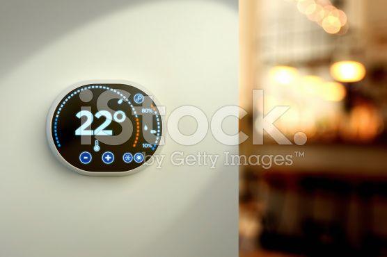 Smart home climate control system: Celsius temperature wall display – lizenzfreie Stock-Fotografie