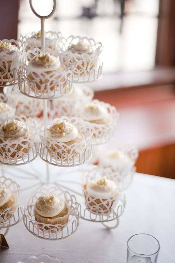 Cute Cupcake Stand.    Photography by mustardseedphoto.com