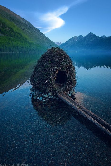 Little nest house in a remote lake in the Altai Republic, Russia