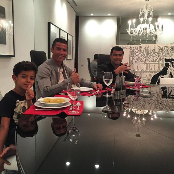 Dinner time with family by cristiano