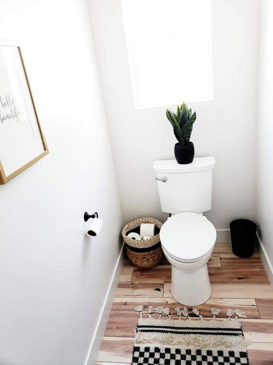 #ad #whitelanedecor @whitelanedecor VorMax Plus toilet American Standard, self cleaning toilet, gold, black and white bathroom, matte black toilet paper holder, black bathroom hardware, basket for toilet paper holder, small bathroom ideas, half bathroom ideas, American standard toilet,