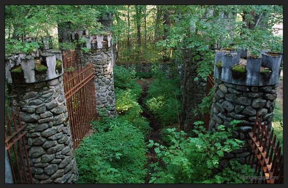 Dark Passage :: Royal retreat