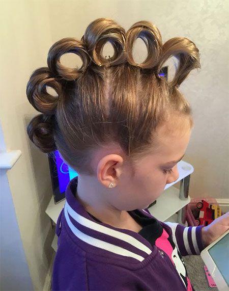 50 Crazy Funky Halloween Hairstyle Ideas For Little Girls Kids 2018 In 2020 Kind Haar Vlechten Gekke Haar Dagen Gekke Kapsels