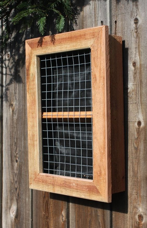 Vertical wall planter boxes for succulents vertical for Vertical planter boxes