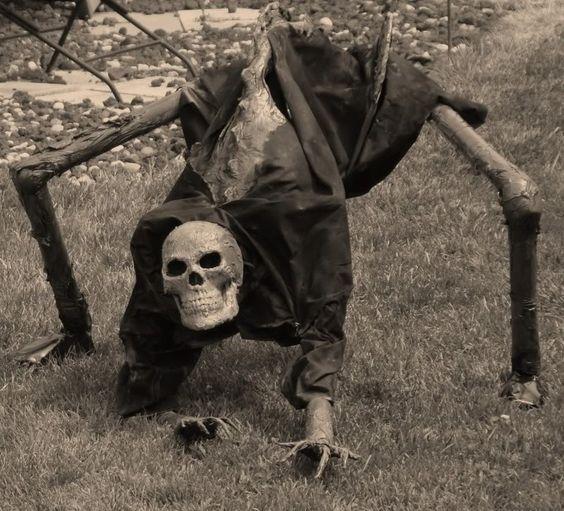 Scary Outside Halloween Decorating Ideas: HALLOWEEN YARD DECORATION Creepy Crawling Skeleton