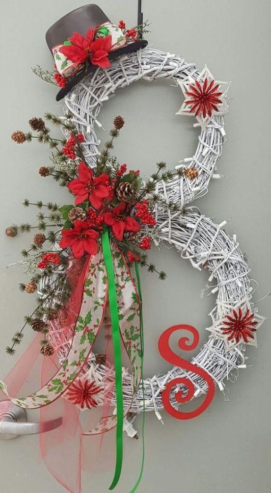 20 Strikingly Unique Christmas Wreath Ideas Society19 Christmas Wreaths Christmas Decorations Christmas Diy