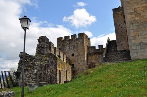 Restos de las murallas de la Torre del Homenaje.
