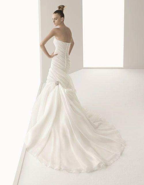 GARDENIA / Wedding Dresses / 2011 Collection / Luna Novia (back)