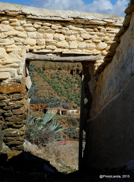 Puertas al campo... | Fiñana, Comarca de los Filabres - Tabernas (Andalucía)  #PhotoLanda #filabres #tabernas #fiñana #andalucia    https://flic.kr/p/ynKGHD |