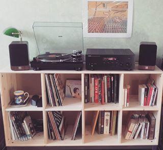 Une platine vinyle. | 21 trucs qu'on trouve dans tous les appartements branchés