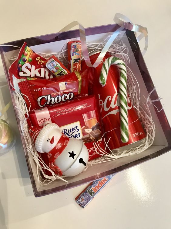 Candy Cane Christmas Gift Basket For Girls Diy Christmas Gifts