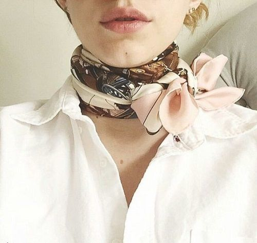Ideas Inspiradoras Para Llevar El Pañuelo En El Cuello Pañuelos Cuello Llevar Un Pañuelo Bufandas Modernas