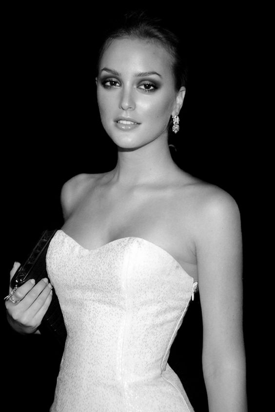 black-and-white-klass:  blogthevane:  The gorgeous Leighton Meester   B&W: