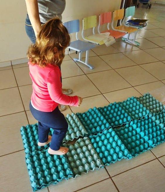 Brinquedo com caixa de ovos