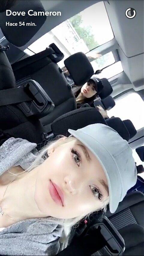 DoveCameron&Sofia in the back 💕💕