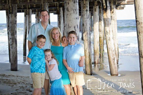 Family shoot at the beach, beach photos, clothing for the beach, family poses