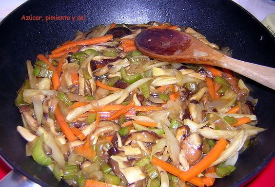 Azúcar, pimienta y sal: Verduras con setas shiitake y seitán a la plancha