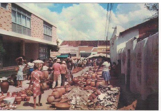 Antiga feira de panelas.
