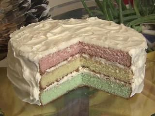 Brian Shrader and Lisa Prince make Grandmama's fun cake on this week's Local Dish.