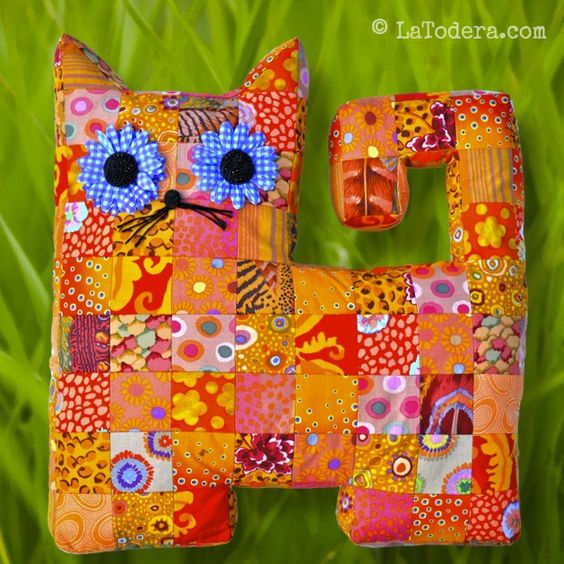 Patchwork cat softie pattern. Mama cat and baby kitten size included.