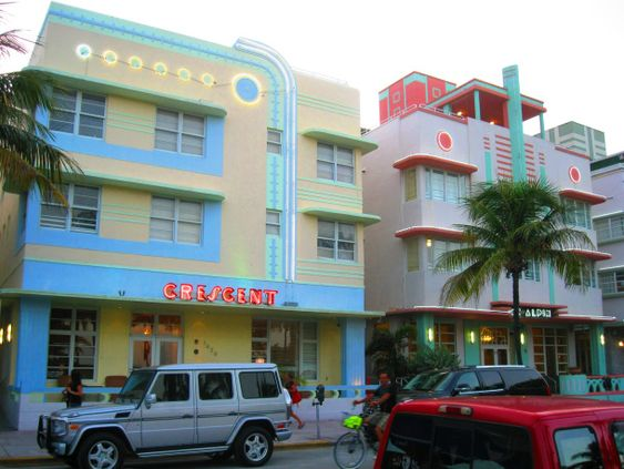 1) Crescent Hôtel (1938) 1420 Ocean Drive South Beach, Miami. Architecte : Henry Hohauser.   2) McAlpin Hotel (1940) 1424 Ocean Drive South Beach, Miami. Architecte : L. Murray Dixon. ©GB