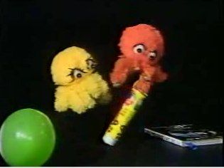 Paper Play with puppets Itsy and Bitsy,  made by Thames TV shown on ITV's children's lunchtime segment, late 1970s/early 1980s.