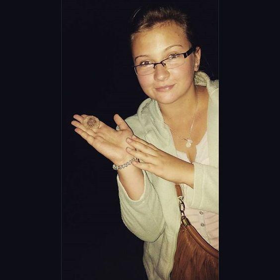 【kamkaj_】さんのInstagramをピンしています。 《Me & Tentacool 🐙 #meduza #polishgirl #jellyfish #Holiday #freetime #jedynaodważna #海滩 #海 #波罗的海 #波兰人 #水母 #假日》