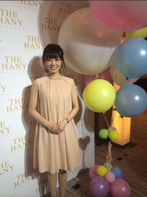 小林麻耶かわいいピンク色のワンピース姿